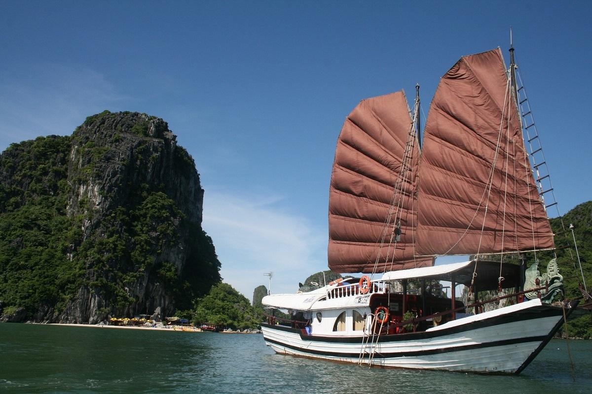 Day 8: Ha Noi - Ha Long Bay (BLD) – by shuttle bus
